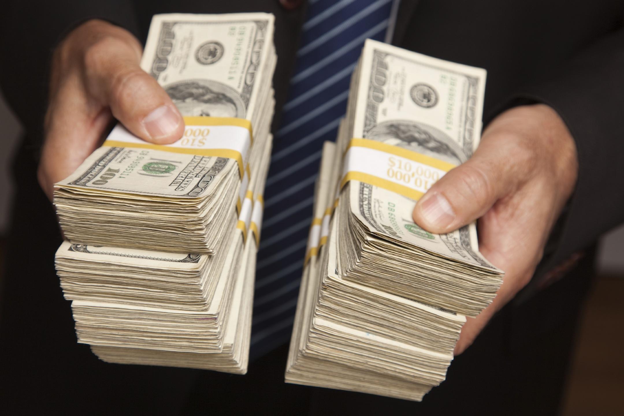 zdroj: https://s3-us-west-1.amazonaws.com/odesk-blog/uploads/2013/10/show-me-money.jpg
