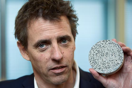 Vynálezca betónu so samorekonštrukčnou schopnosťou- Henrik Jonkers