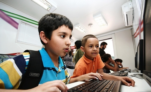 kids_at_computers_credit_Leonardo_Augusto_Matsuda_Creative_Commons_520_320_c1_center_top (1)