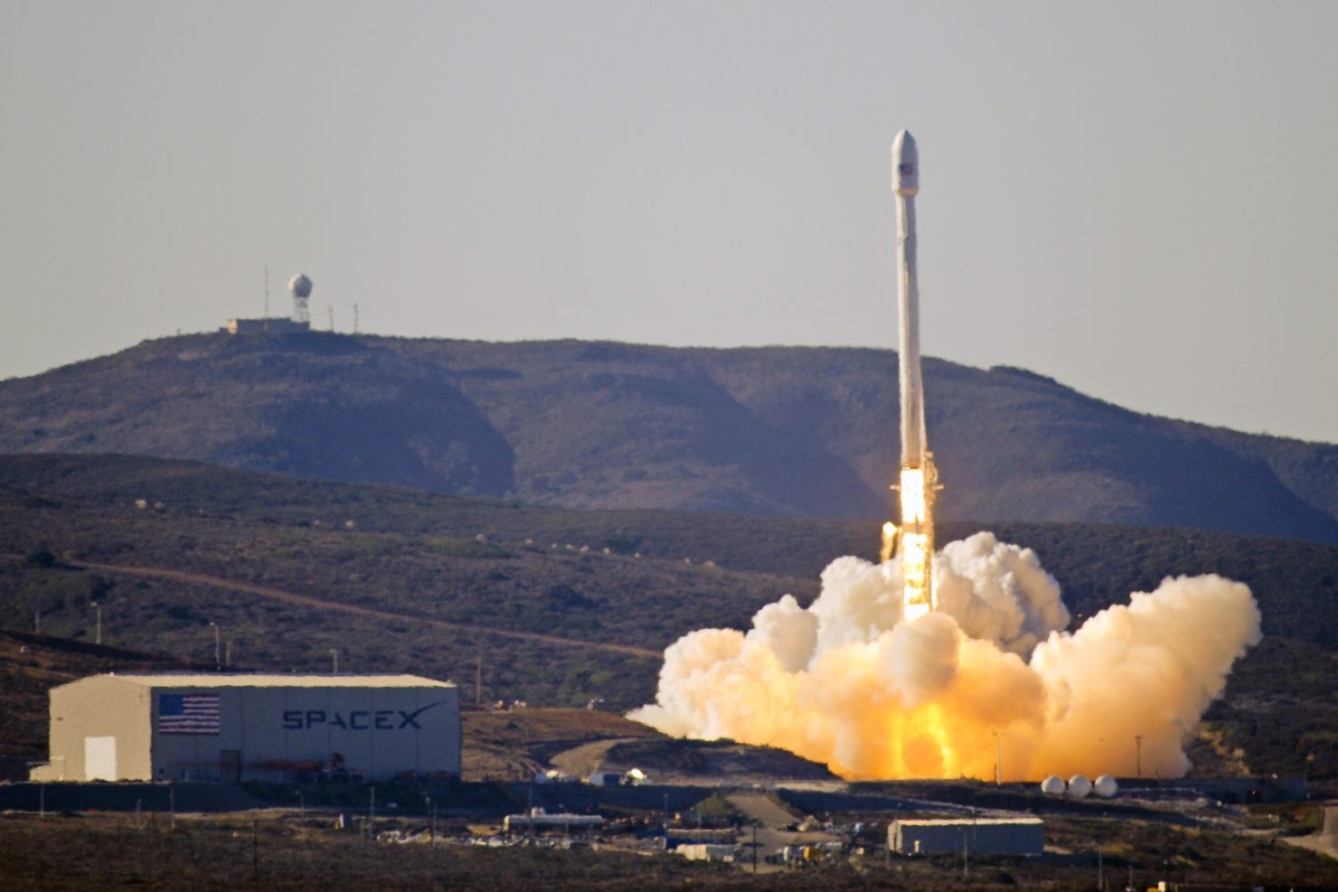 Launch_of_Falcon_9_carrying_CASSIOPE_(130929-F-ET475-012)