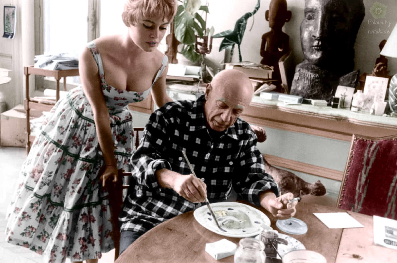 brigitte-bardot-visits-pablo-picasso-at-his-studio-near-cannes-in-19561