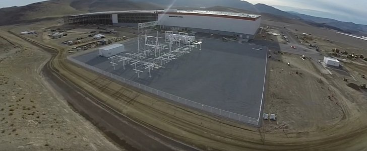 tesla-gigafactory-is-already-looking-good-video-100836-7