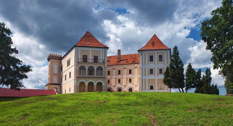 d87032cbc Natália Makovik zaujala celý svet - vzala České hrady a zámky a predáva ich  za ceny nižšie, ako stojí malý apartmán na Manhattane.