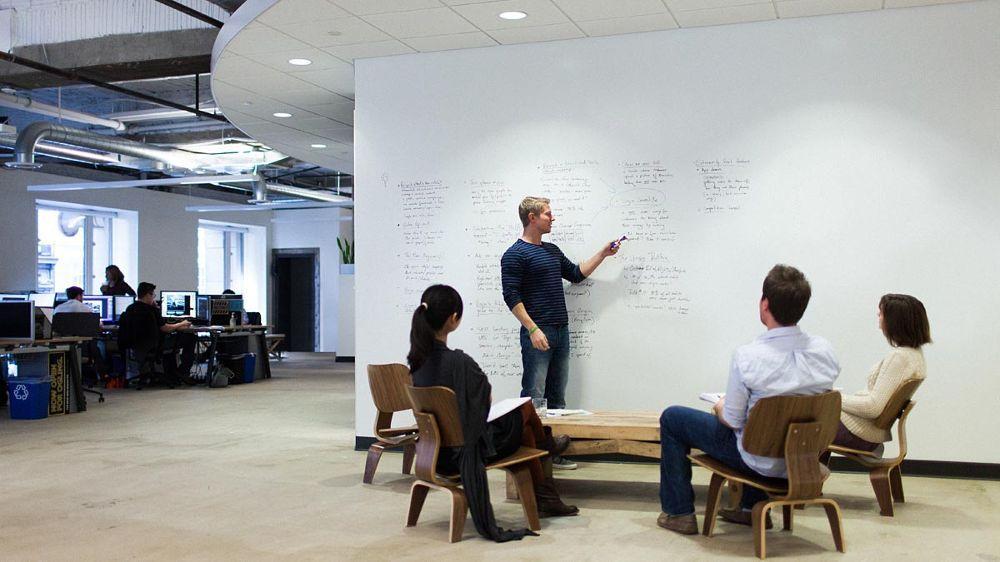 Myšlienky si treba napísať, hoci aj na stenu