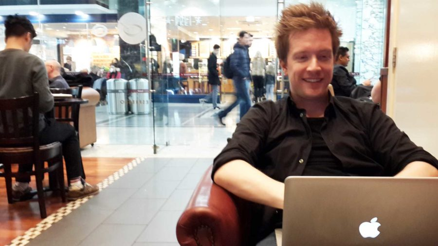 olly-writing-in-cafe1