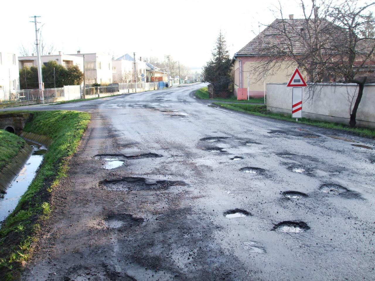 tomasovce_2013-04-13_vytlky-na-statnej-ceste_115_z