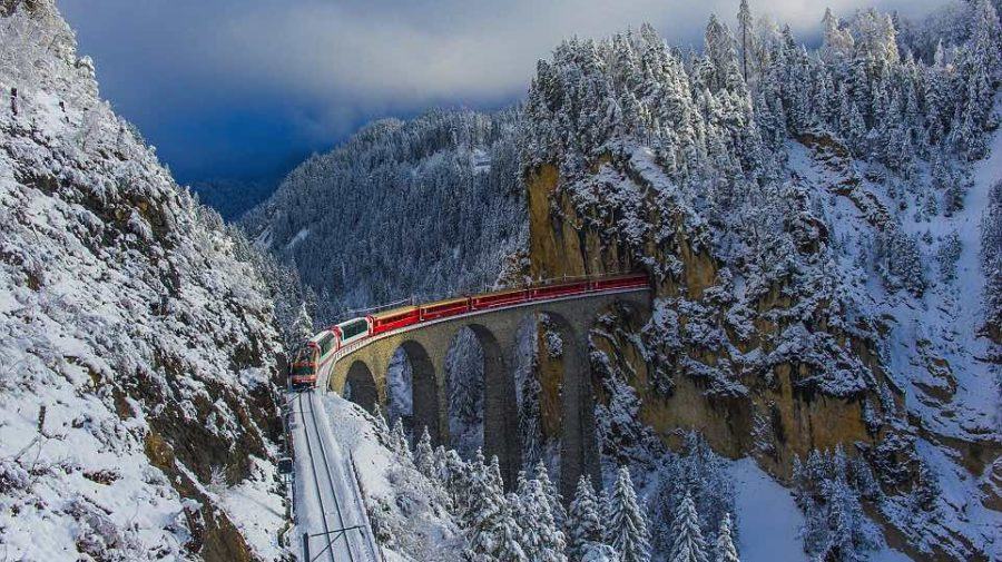 31F2FE9E00000578-0-Rolling_across_a_65_metre_high_viaduct_in_the_Alps_the_red_carri-a-47_1457355342452