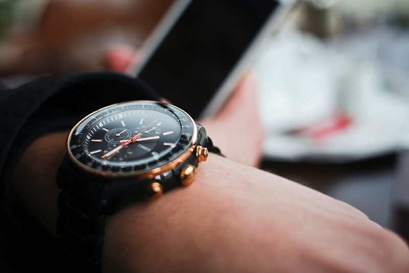 checking-time-on-watch