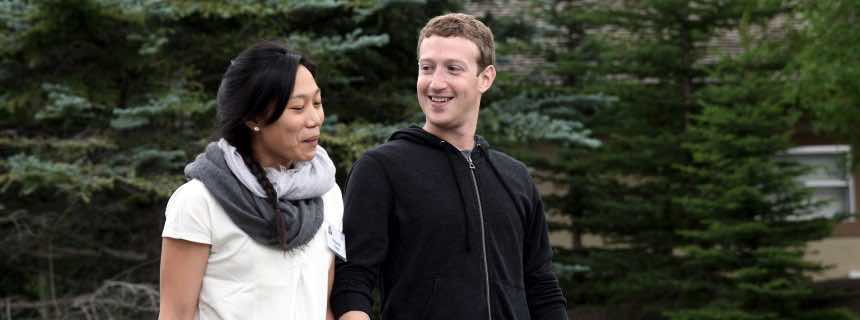 ARCHIV - A file picture dated 11 July 2013 of Mark Zuckerberg (R), chief executive officer and founder of Facebook Inc., and wife Priscilla Chan (L) attending Allen and Company 31st Annual Media and Technology Conference, in Sun Valley, Idaho, USA. EPA/ANDREW GOMBERT (zu dpa «Ehepaar Zuckerberg gründet Schule für Kinder aus armen Familien» vom 23.10.2015) +++(c) dpa - Bildfunk+++