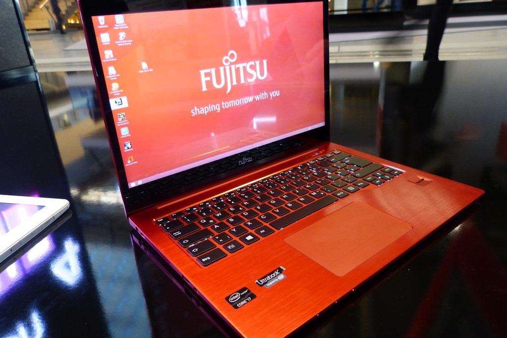 Fujitsu-Lifebook-U904-2