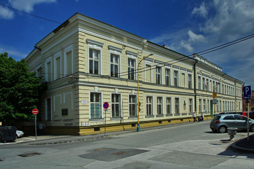 Gymnazium_postova