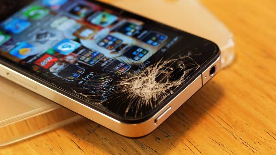 What-to-Do-with-Your-iPhone-When-It-Breaks