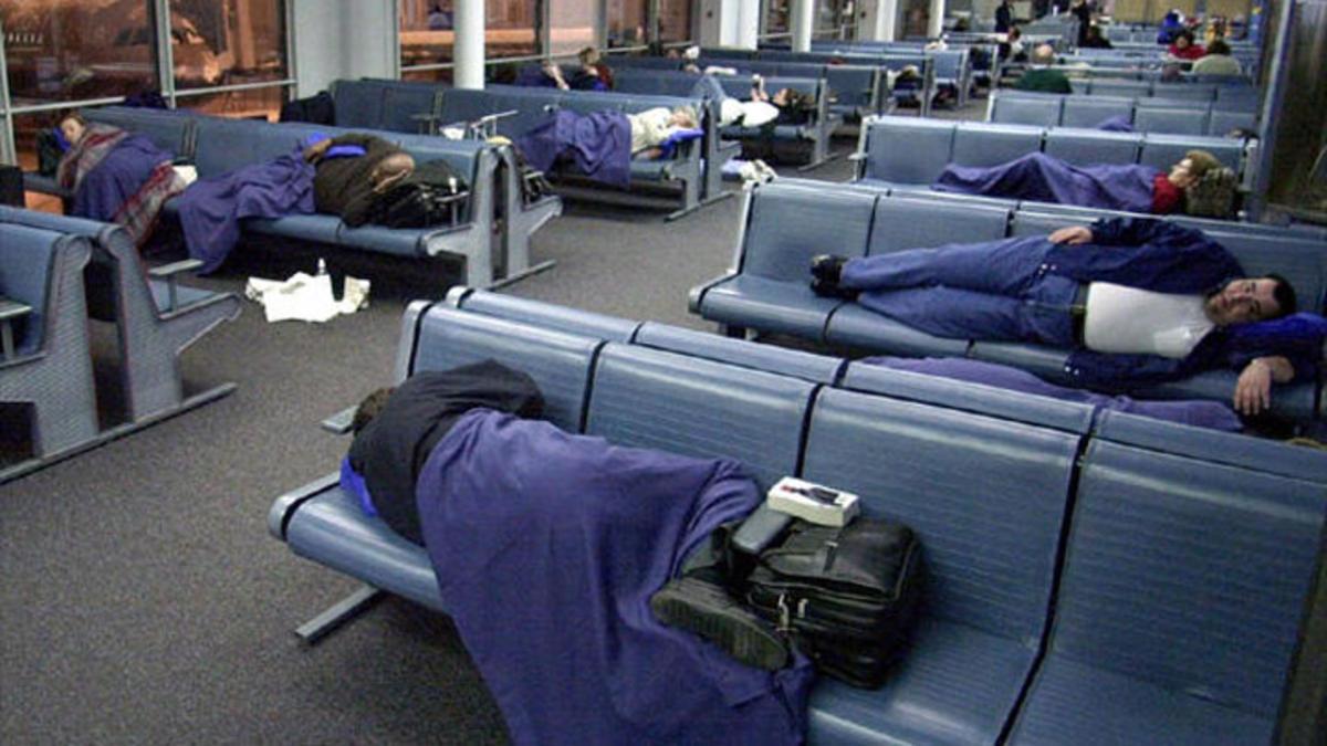 airport-sleeping-2012