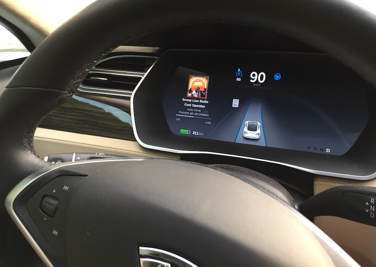 tesla-autopilot-prevents-crash