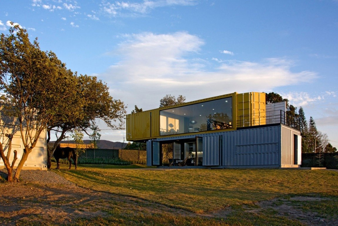 3-house-4-shipping-containers-1-guests