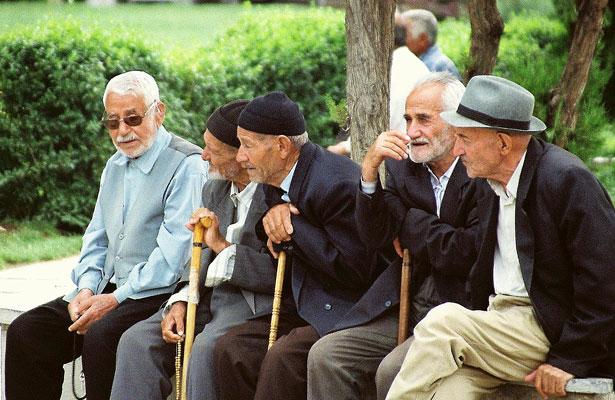 Men-in-Park-Hamedan1a
