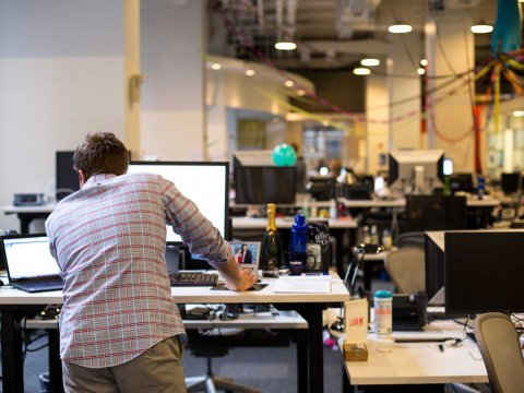 facebook-offic-tour-ny-lean-in-working-work-standing-desk