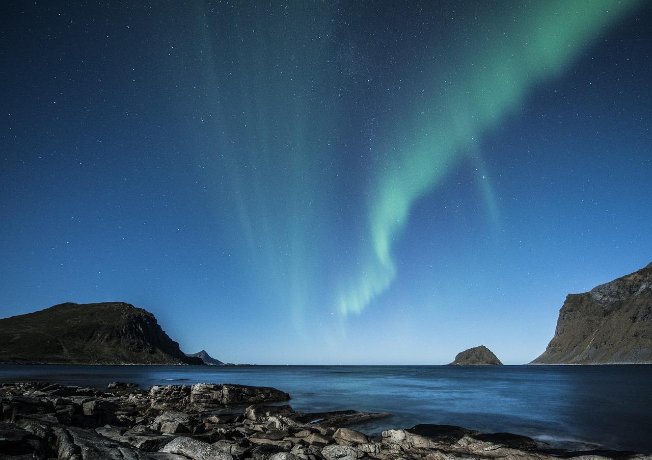aurora-borealis-1032523_1280