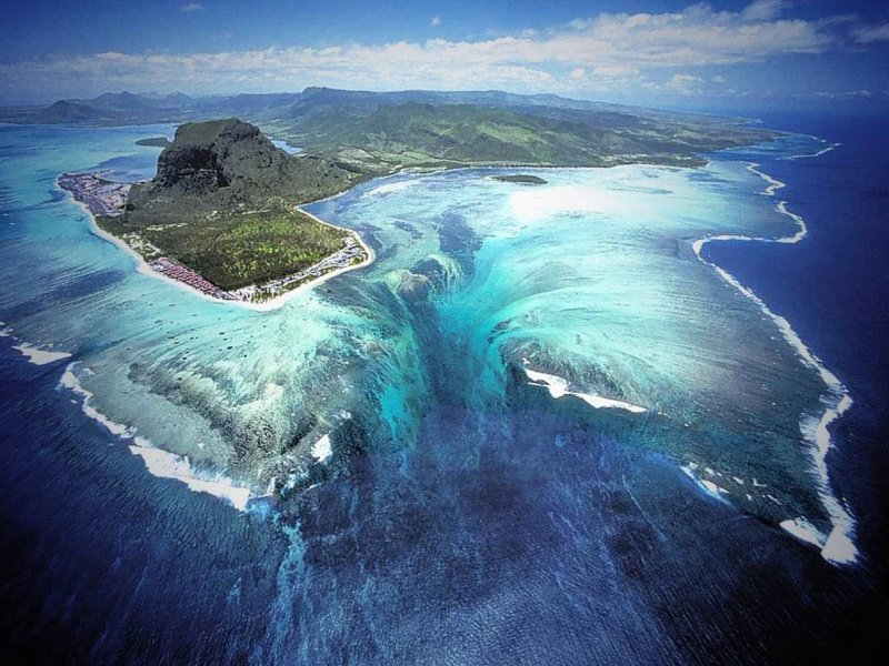 1760805-800-1462864138-Underwater_waterfall