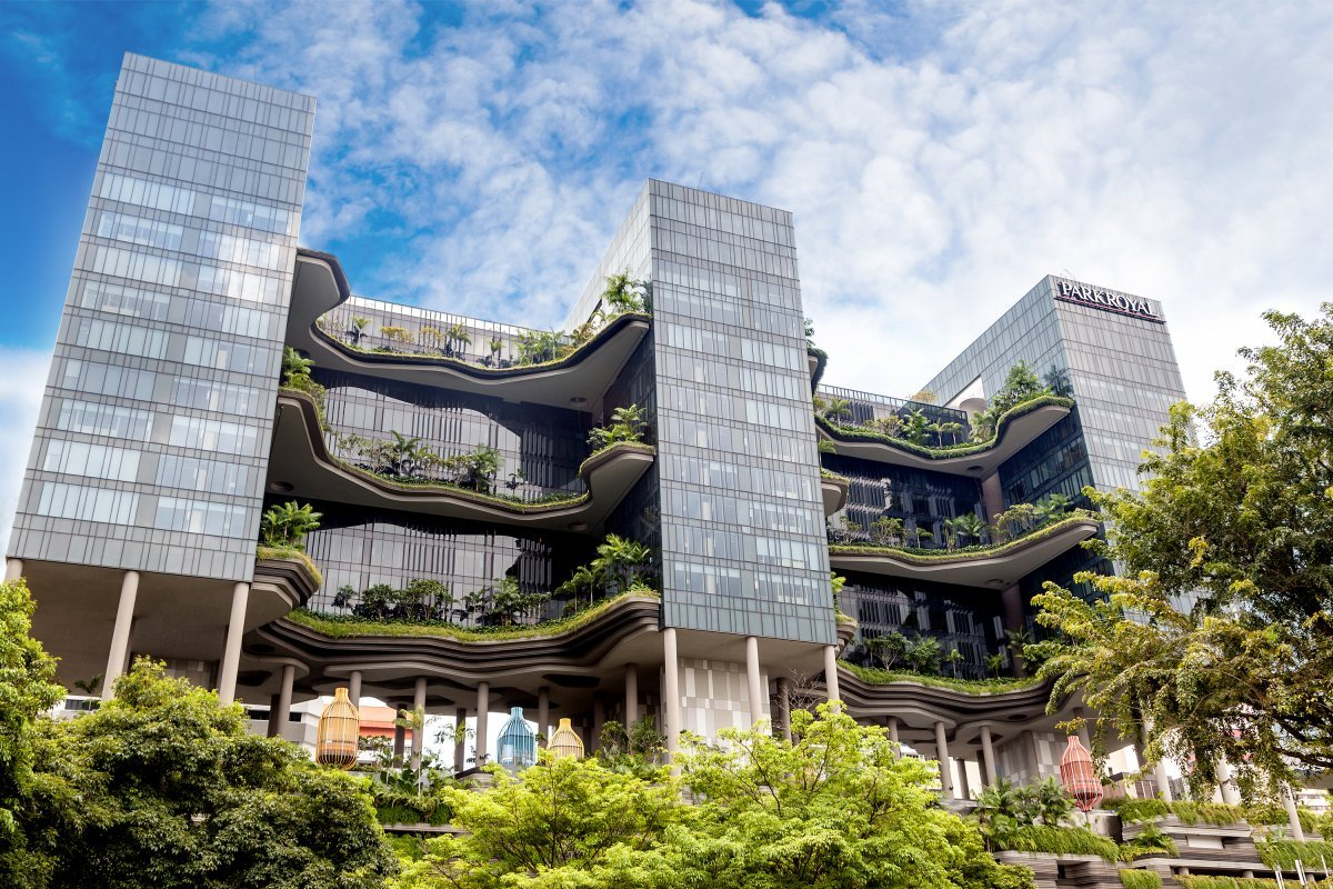 27-the-hotel-parkroyal-in-singapore-blends-into-its-green-surroundings-by-filling-its-huge-balconies-with-plants