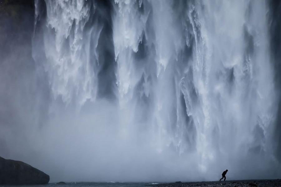 344705-900-1457516229-small-man-grand-nature-landscape-photography-207