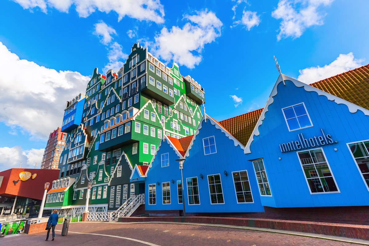 37-completed-in-2010-by-the-firm-wam-architecten-the-four-star-inntel-hotel-in-amsterdam-looks-more-like-a-lego-structure-rather-than-a-pile-of-houses-stacked-on-top-of-each-other