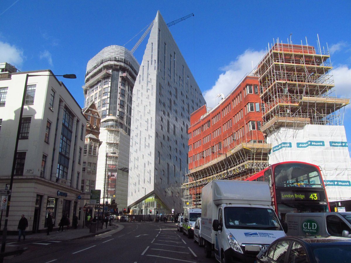 51-the-m-by-montcalm-building-in-east-london-provides-an-optical-illusion-that-leaves-passers-by-dazzled