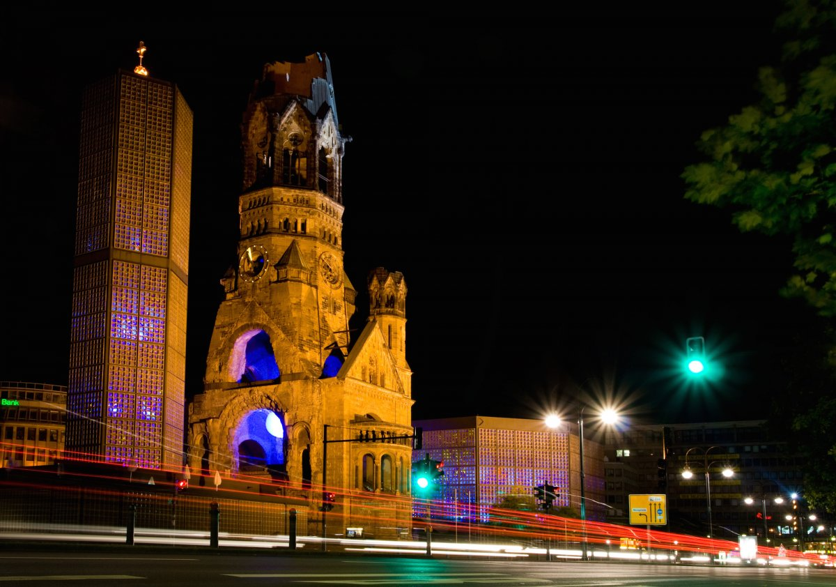68-the-kaiser-wilhelm-memorial-church-in-berlin-germany-is-a-perfect-mashup-of-world-war-ii-ruins-and-early-1960s-architecture