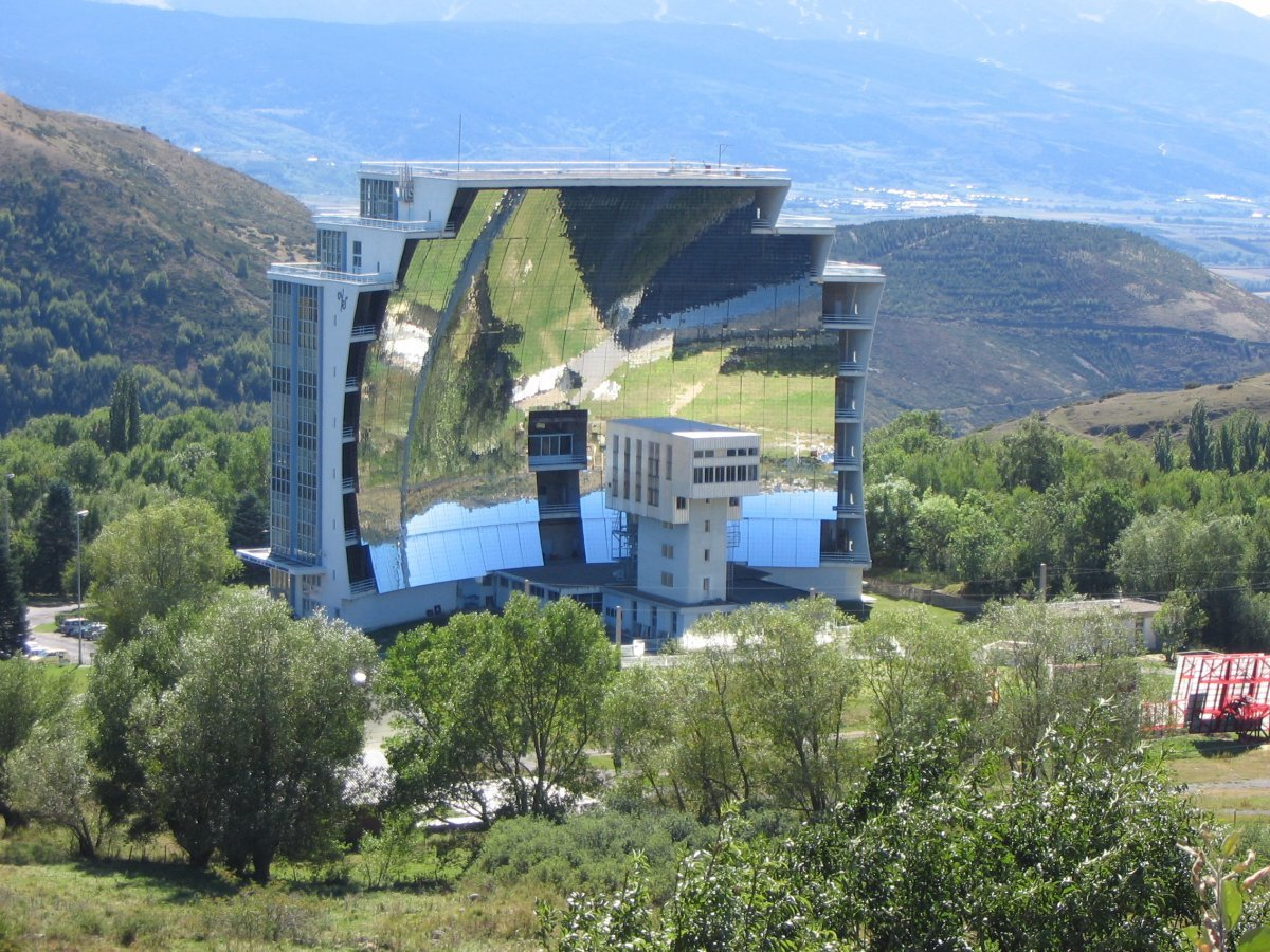 7-the-worlds-largest-solar-furnace-can-be-found-in-odeillo-france-it-can-reach-temperatures-of-more-than-3000-degrees-celcius