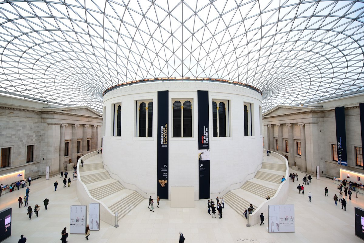72-watch-tourists-jaws-drop-as-they-look-up-in-the-great-court-designed-by-norman-foster-at-the-british-museum