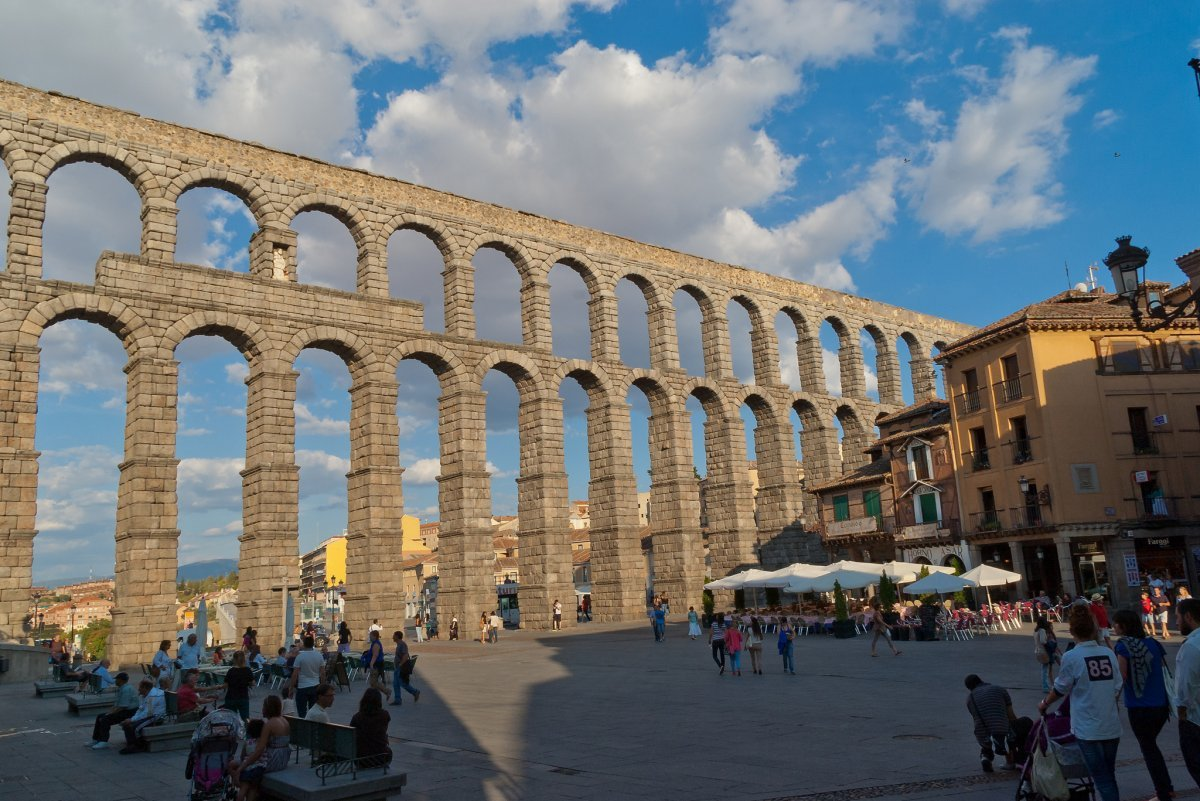 91-the-aqueduct-of-segovia-in-central-spain-was-built-by-the-roman-empire-in-the-1st-century-and-dominates-the-central-square