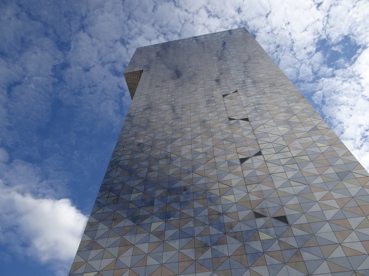 94-at-387-feet-scandic-victoria-tower--designed-by-architect-gert-wingrdh-is-the-tallest-building-in-stockholm-the-towers-stunning-facade-comprised-of-mismatched-mirrors-reflects-the-sky
