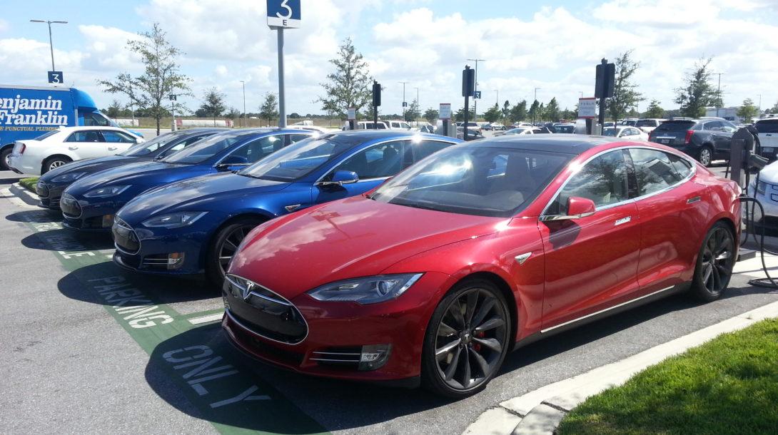 Tesla-Model-S-red-blue-black-grey