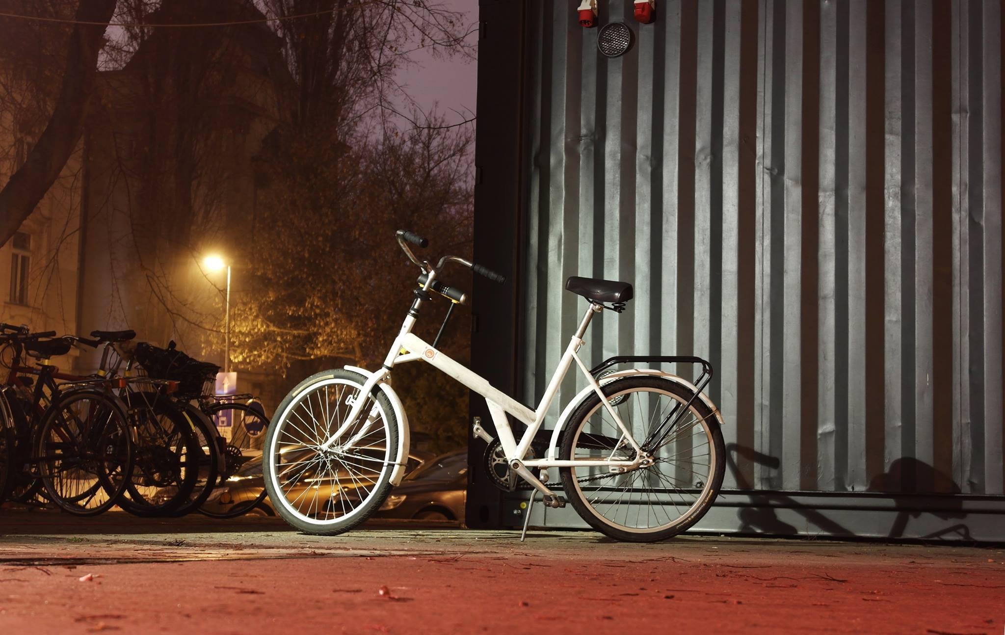 biely-bicykel