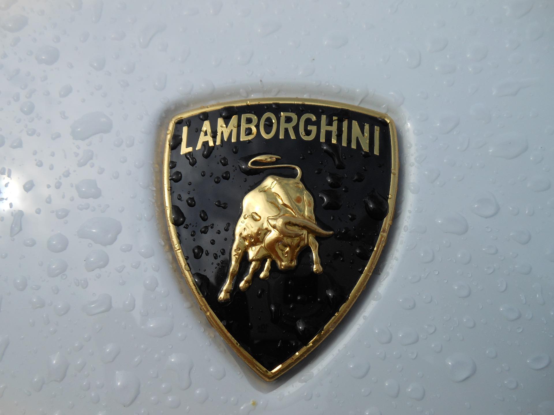 lamborghini-1104868_1920
