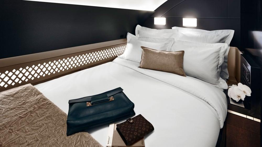 998755-1000-1449738718-the_residence_bedroom_horizontal