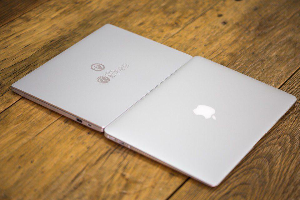 mi-notebook-vs-macbook-air-suboj-foto