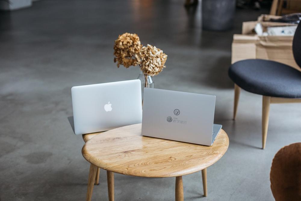 mi-notebook-vs-macbook-air-suboj-fotonahlad