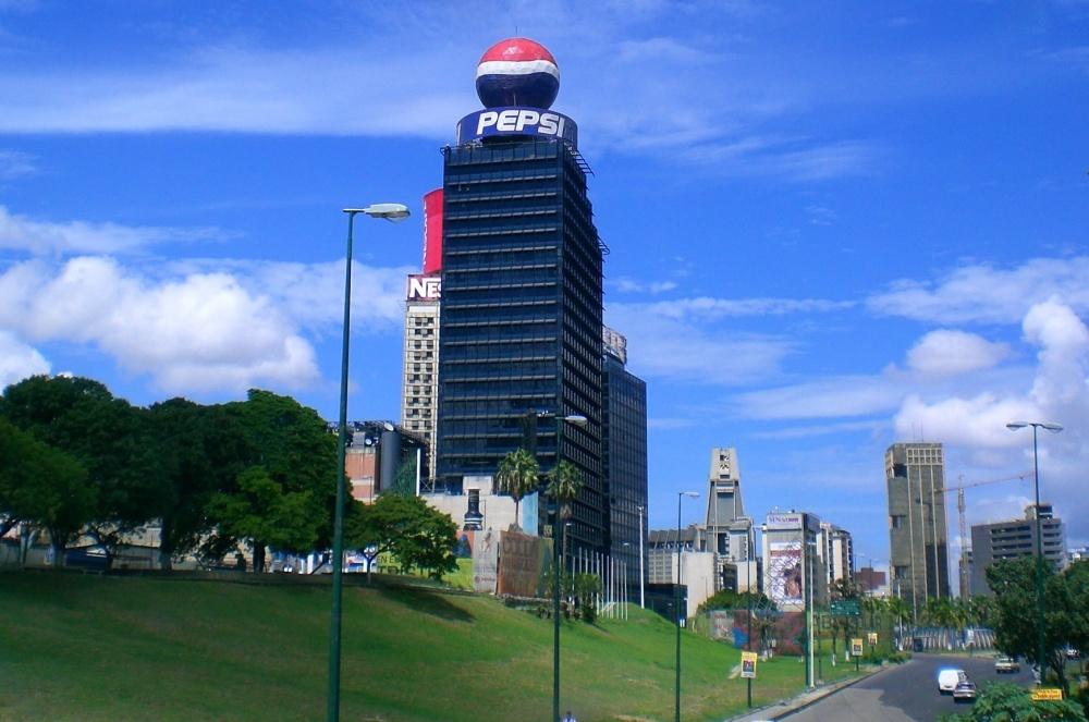 212155-r3l8t8d-1000-plaza_venezuela_caracas
