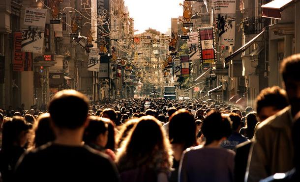 favim-com-city-crowd-crowded-houses-people-photograph-102466