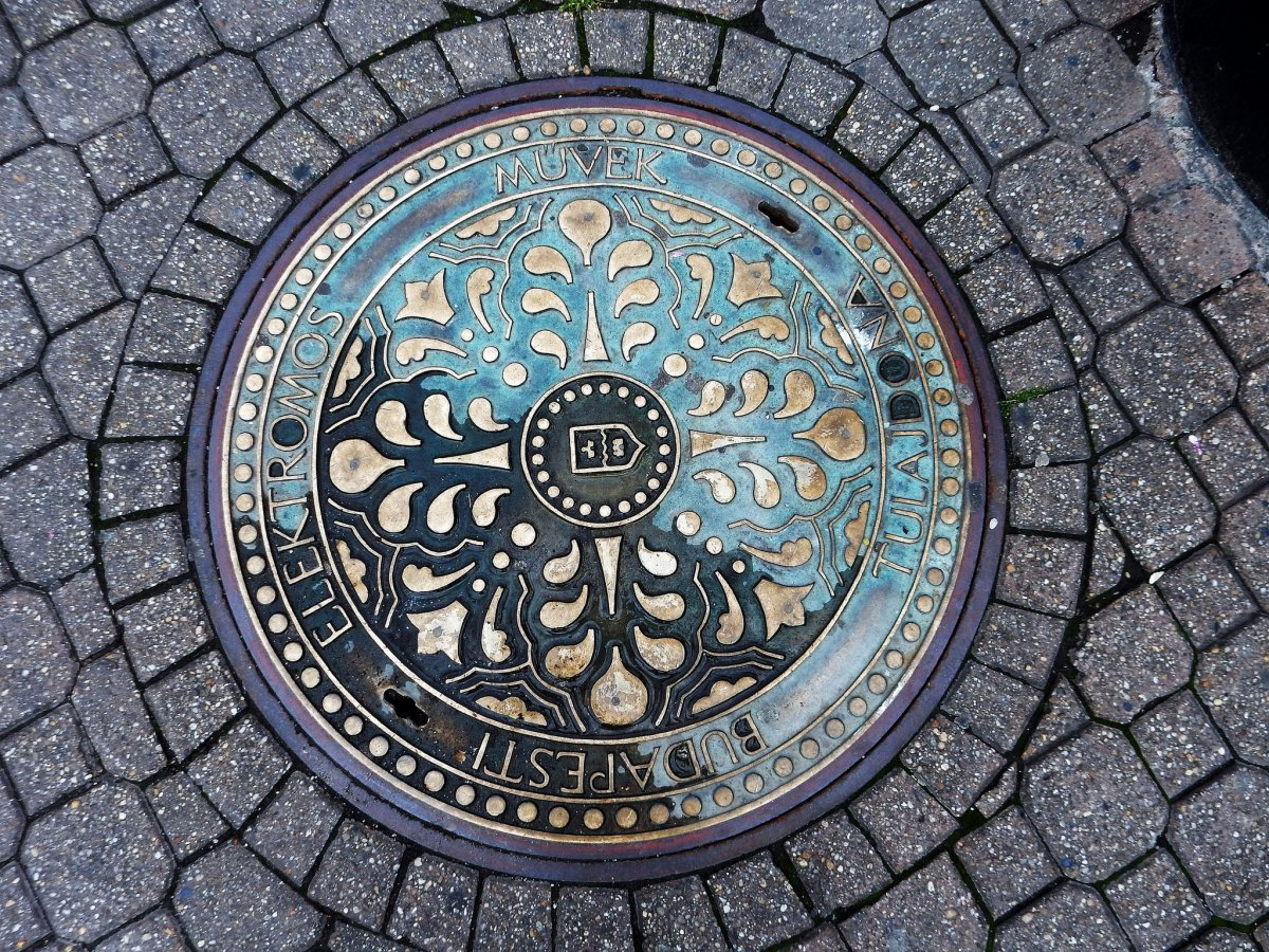why-are-manhole-covers-round