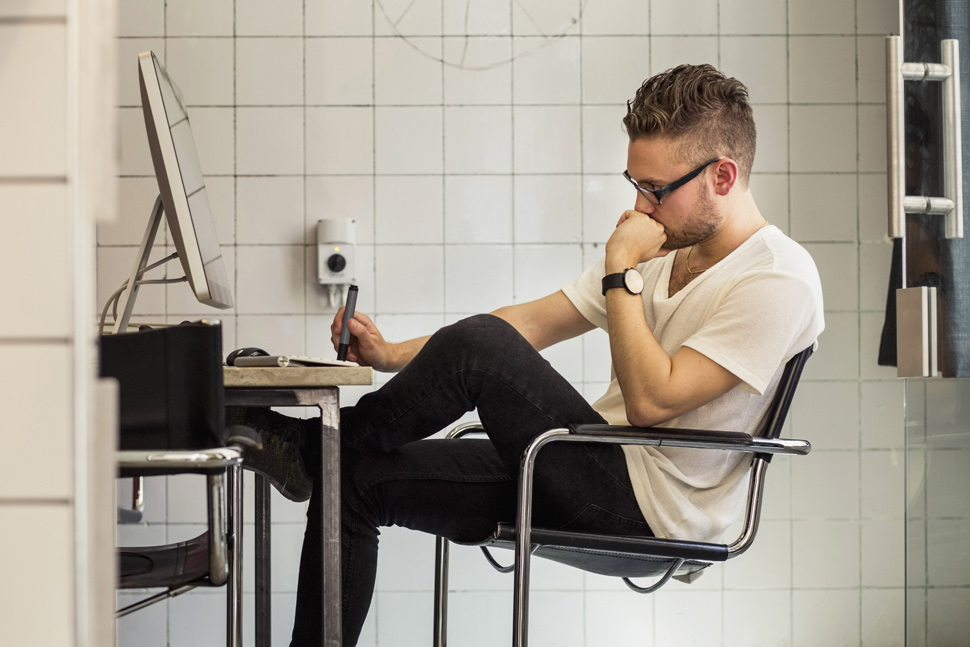 hipster-computer-user