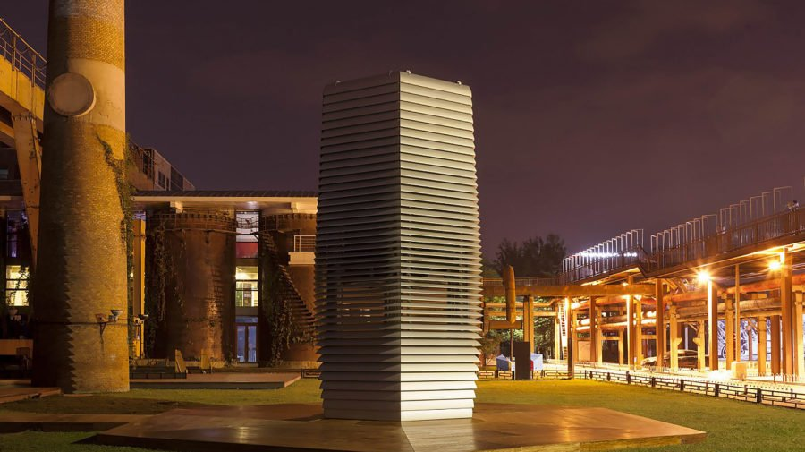 smog-free-tower-by-studio-roosegaarde-at-night