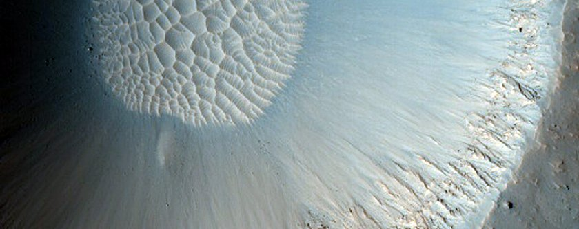 ancient-craters-on-mars-slowly-fill-up-with-sand-dunes