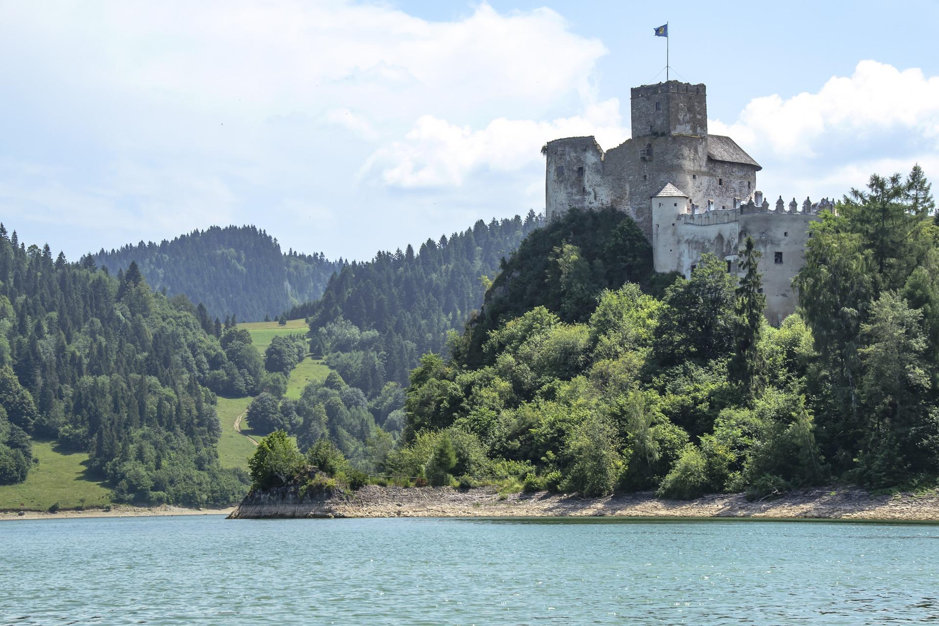 castle-ruins-1479649_1920