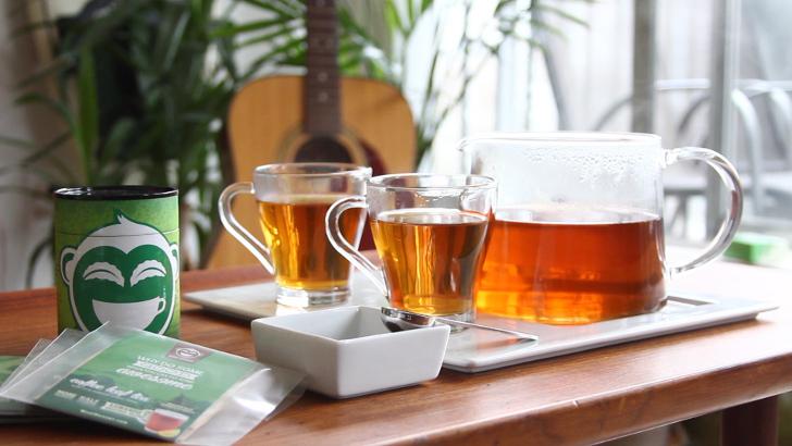 coffee-leaf-tea-brewed