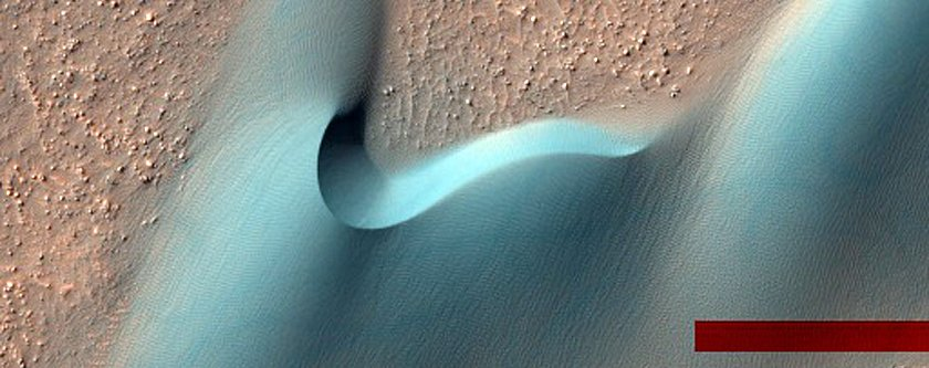 dunes-in-a-martian-crater-the-red-bar-is-an-artifact-of-nasas-image-processing