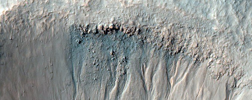 nasa-keeps-an-eye-of-gullies-like-this-for-small-landslides-and-any-water-that-melts-in-the-warm-sun-to-form-darker-colored-mud