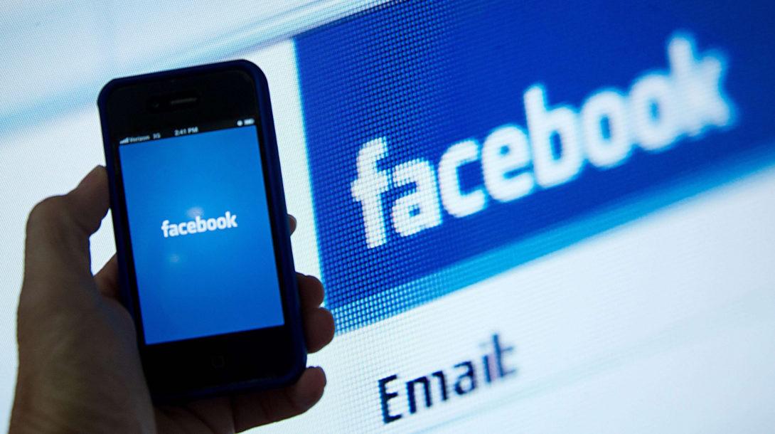 os-facebook-flag-fake-news-stories-20150121