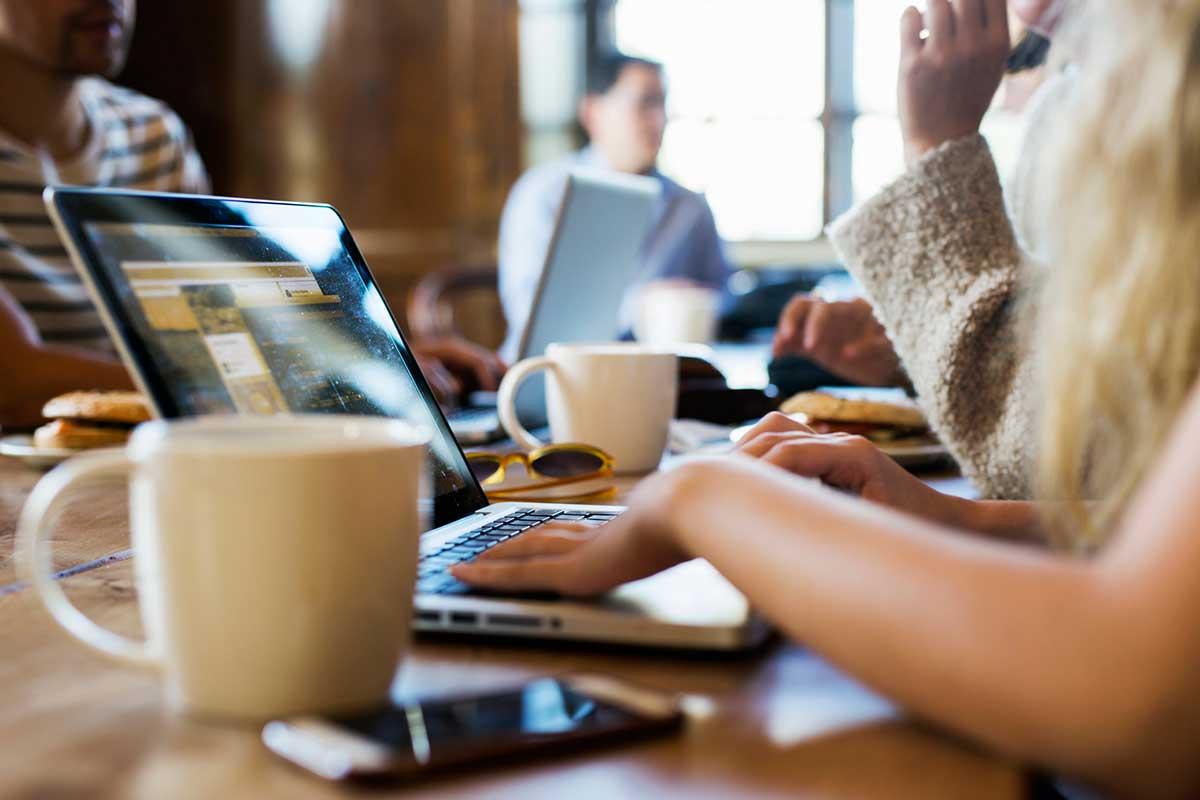 Výsledok vyhľadávania obrázkov pre dopyt coffee in work